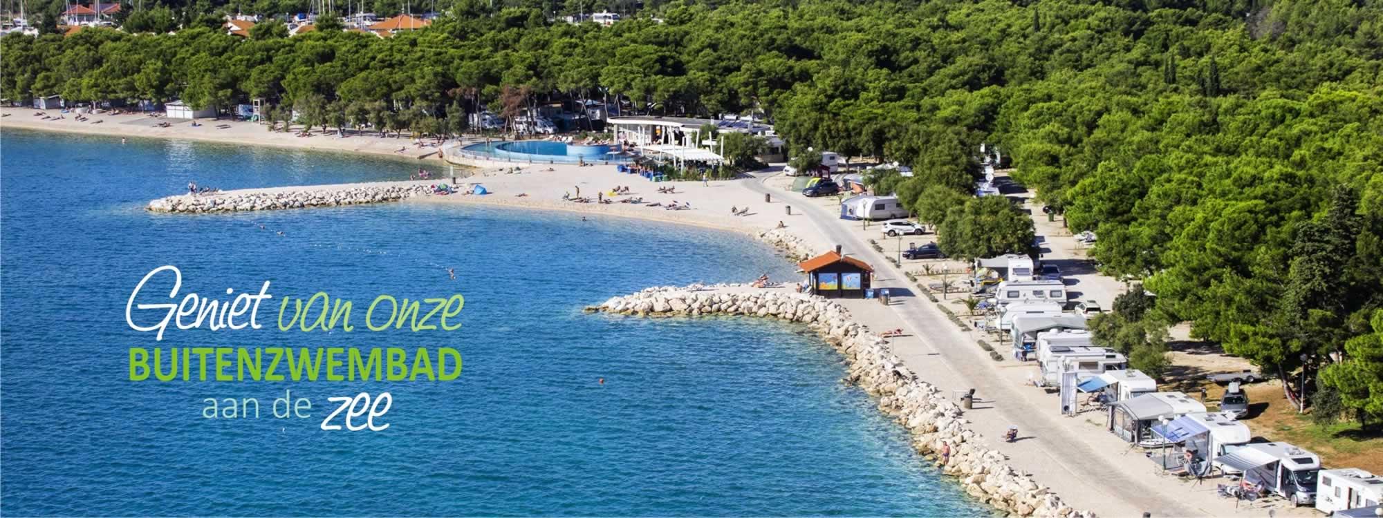 Solaris_camping_beach_resort_kroatie_buitenzwembad_an_dee_zee_vakantie