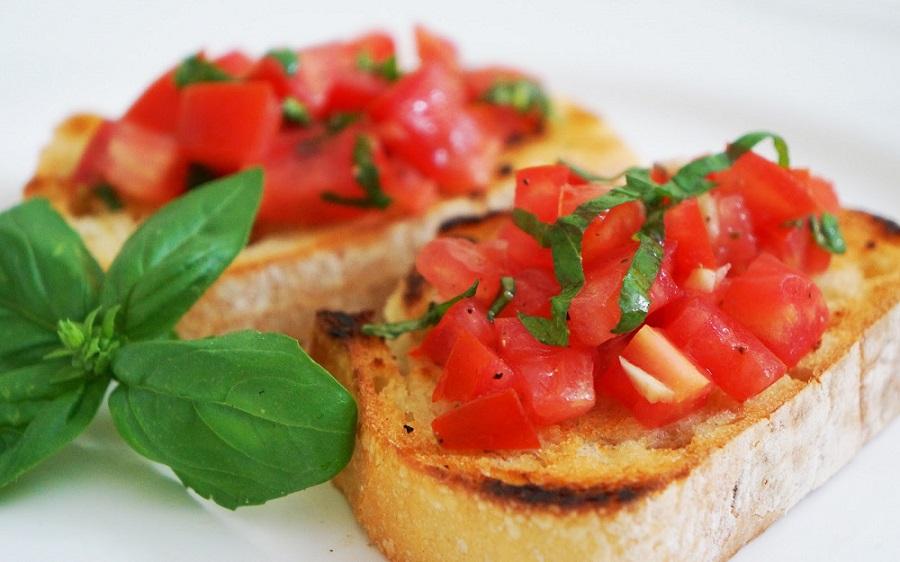 Tomato-and-Basil-Bruschetta